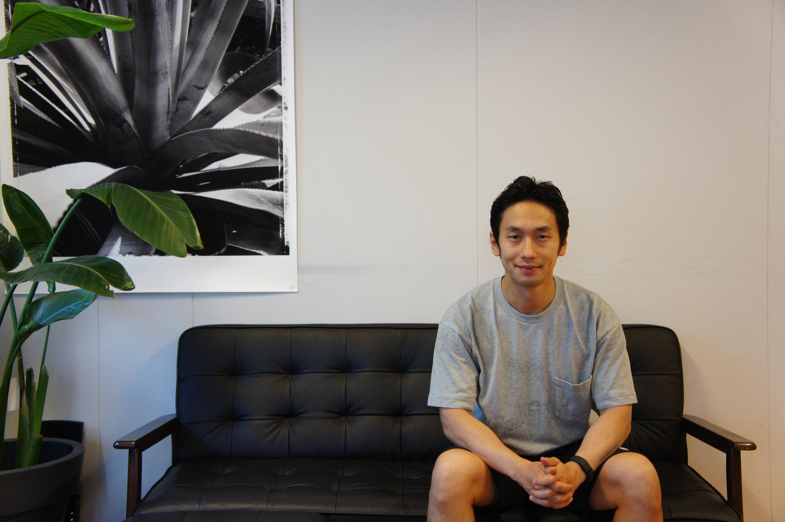 フリー素材モデルという未踏の領域でNO.1を目指す:大川竜弥さんインタビュー【前編】