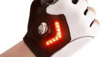 【車道を走る自転車必携】ウインカーを出してくれる自転車用グローブ「Zackees Turn Signal Gloves」登場