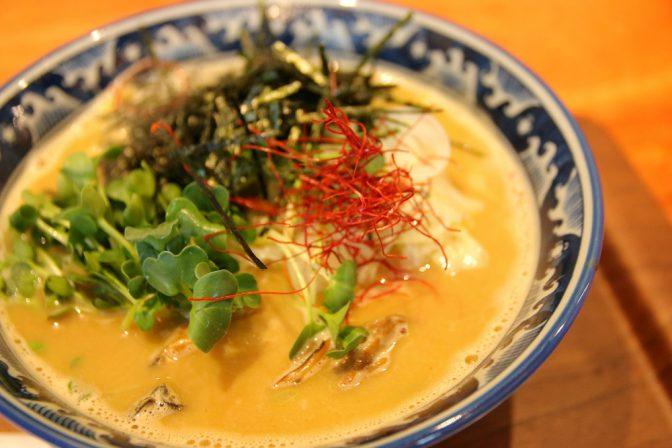 【冬に食べたいラーメン】牡蠣ラーメンの濃厚な風味編