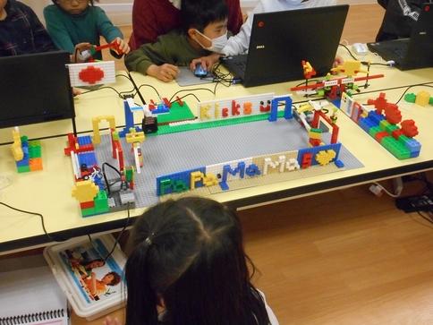 レゴでロボットを作る 動かす