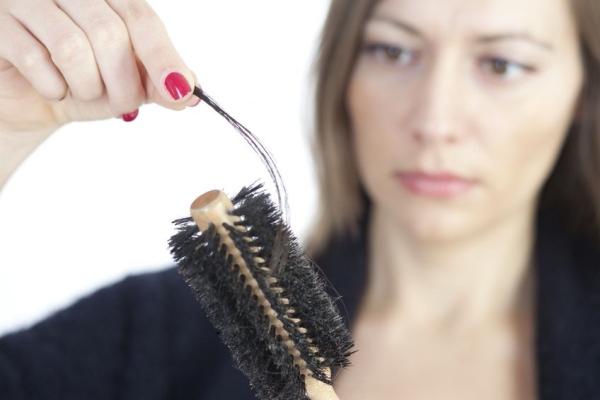 抜け毛を招く14の悪習慣とは? 髪を健やかに保つセルフケアを伝授!