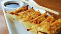 【餃子の豆知識】餃子の王将直伝のうまい餃子を焼く方法とは?