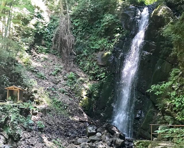究極の癒しを堪能しませんか? 湯河原の隠れた名所「不動滝」ってこんなところ