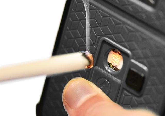 【煙草に火がつく。そう、iPhoneならね】いろいろできる便利なケース登場。アウトドアに便利