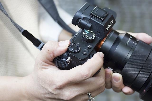 「夕暮れ時」にカメラをかまえて。かっこいいモノクロ写真を撮れるコツ