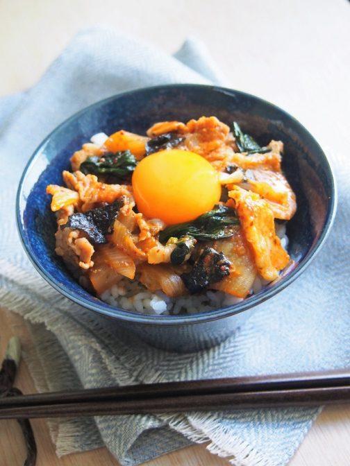 サッと作れてお店の味! 秘伝の「豚キムチ丼」レシピ
