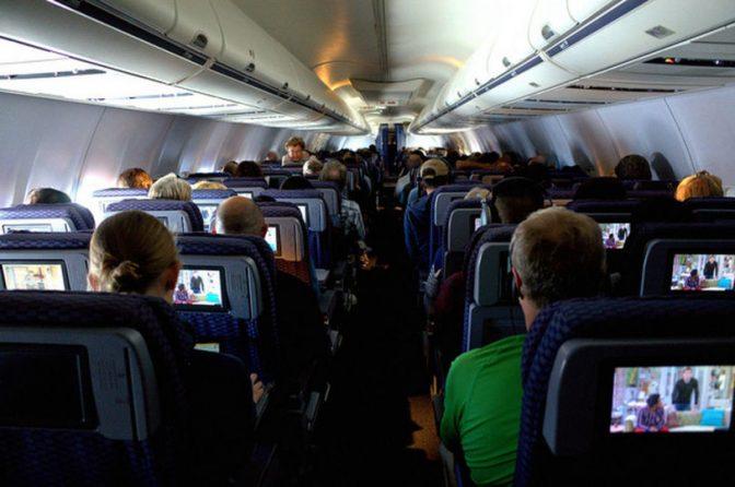 長時間飛行機に乗るのは、やっぱり危険!? 専門家が語る