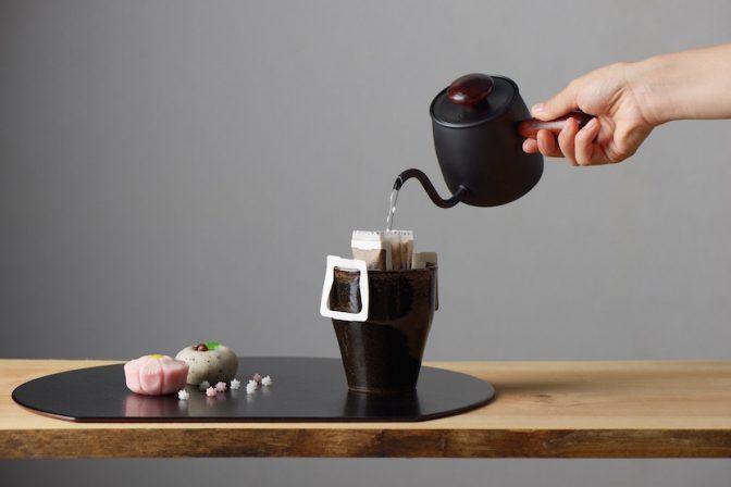 美しい注ぎ口のドリップケトルはコーヒー1杯分にちょうどいいサイズ