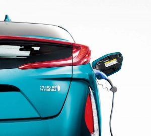▲外部からの充電は急速充電と200Vだけでなく、100Vの家庭用電源からも可能に。自宅に200V電源がなくても充電できます。