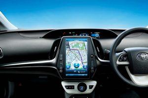 ▲タブレットのような11.6型の縦長ディスプレイを搭載。ナビだけでなくタイマー充電の設定やエアコン操作など、車体のコントロールも可能に。
