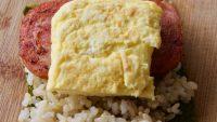 ボリューム満点で美味しい「ポーク卵おにぎり」の簡単レシピ