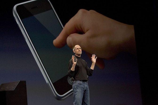 もしiPhoneに「戻る」ボタンがあったら… ダサい? 便利?