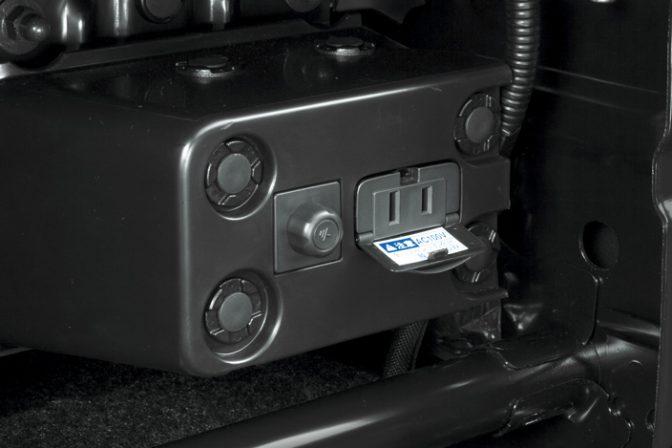 クルマを動くオフィスに!! 車内で電源を確保する4つの方法