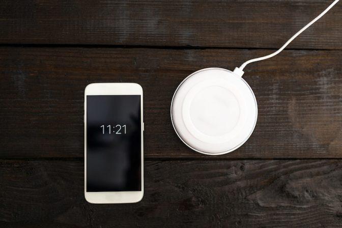 次期「iPhone 8」用の無線充電アクセサリー。発売後すぐには入手できない?!