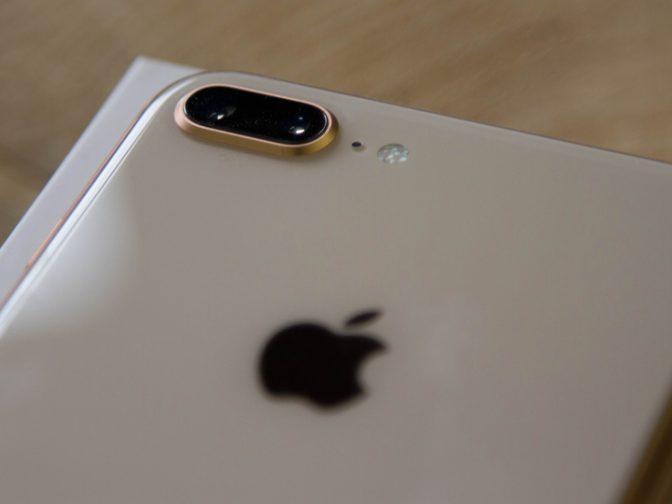 伸び悩む「iPhone 8」、ついに生産量を半減させるとの情報