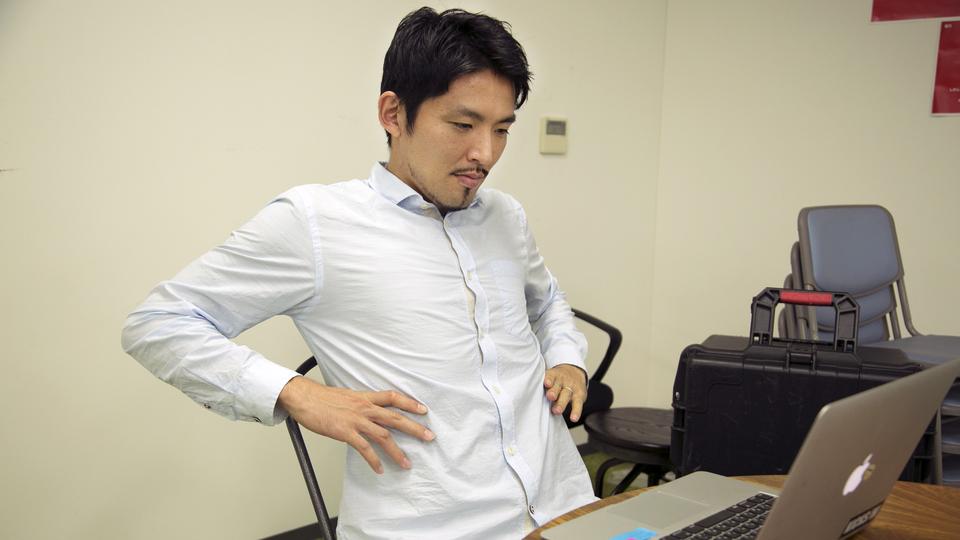 デスクワークの苦しみ…肩・腰・首の凝りをとるストレッチ3選