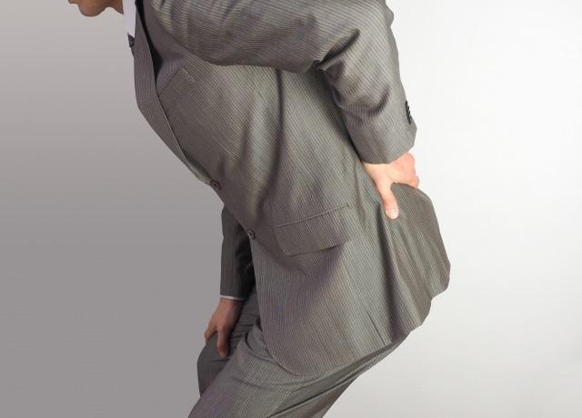 腰痛ベルトをつけないと腰が痛い人