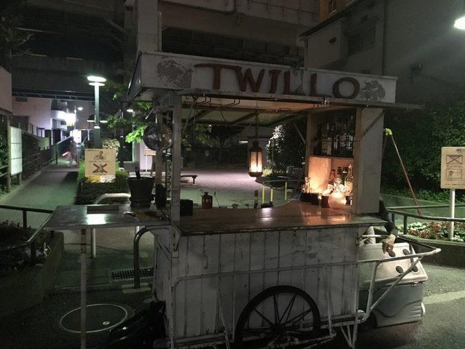 今夜も都内のどこかに現れる! 謎多き白い屋台バーが人気