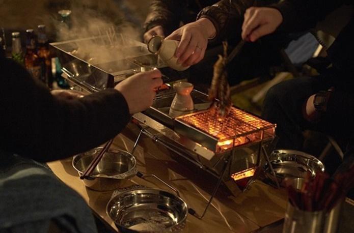 My居酒屋はキャンプ道具で開店。1人呑みをより美味しくするアイテムとは