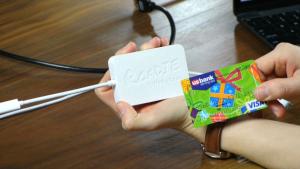 出張時にもかさばらない!カードサイズのUSBタイプC対応のポケット・ハブ