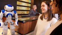ペッパー君だけじゃない!世界のホテルで活躍するロボットコンシェルジュ「コニー君」