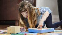3歳児が遊びながらプログラミングを学べるブロックおもちゃ「Cubetto」