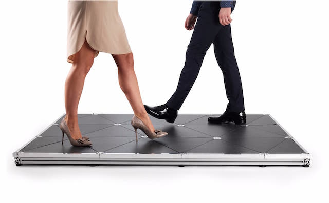 えっ、歩くだけで発電できるの!?いますぐ敷き詰めたくなる「発電床」が英国で開発されました