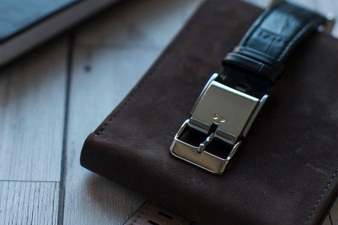 普通の腕時計をスマートウォッチ化する魔法のようなバックル