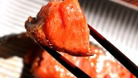 魚屋直伝! フライパン・グリルで塩鮭を美味しく焼く方法