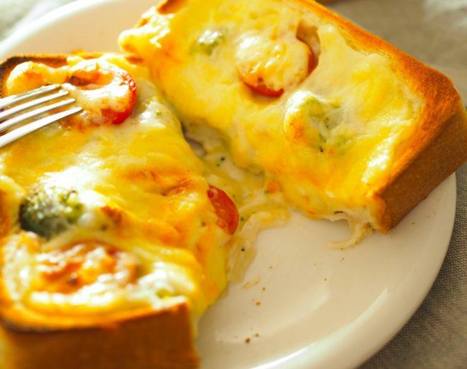 レンジであっという間に! 休日の朝に食べたい「ぜいたくパングラタン」