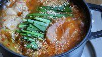 おつまみにも。ピリ辛あつあつ一人鍋「ニラ明太チゲ鍋」レシピ