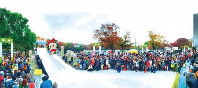代々木公園 雪でそり遊び