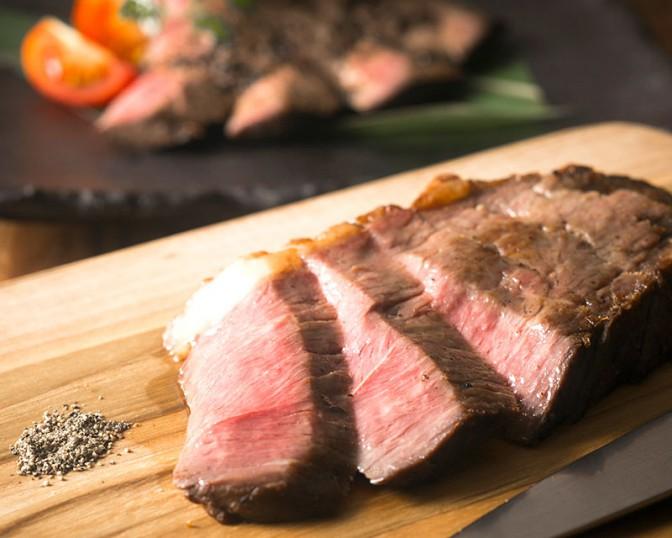 牛イチボのロゼステーキトリュフソース仕立て
