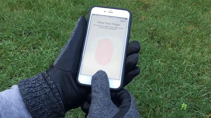 指紋認証を解除できるステッカーTaps、手袋にはれば冬の最強アイテムに