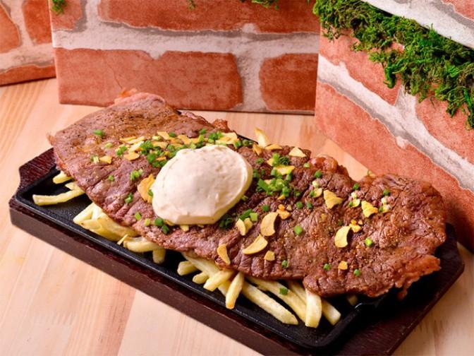 40×20cmの超巨大なステーキ
