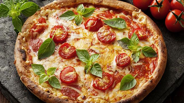 【家めし】冷凍ピザをプロ並みにグレードアップさせる魔法のトッピング