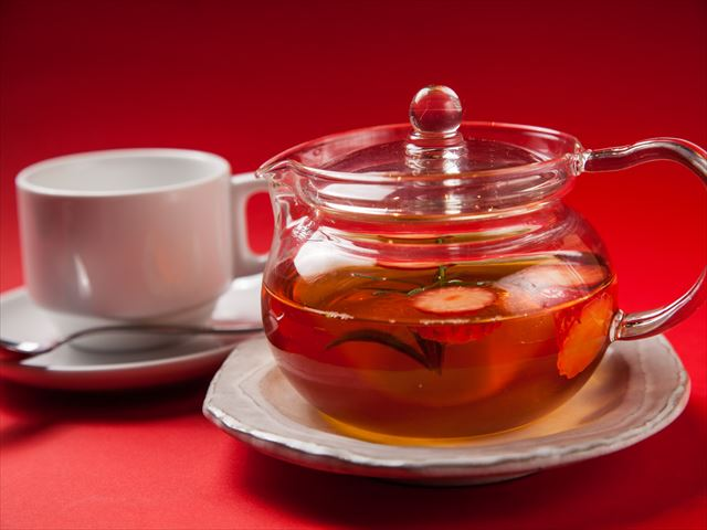 いちごとフレッシュハーブの紅茶