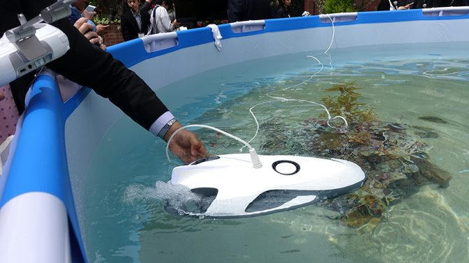 空の次は海! 水中30mまで潜れる水中ドローンが登場