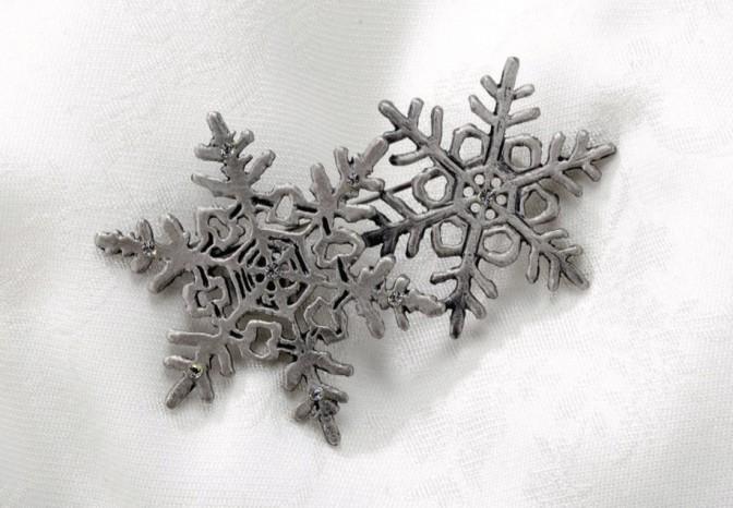 ブローチ「雪の結晶」