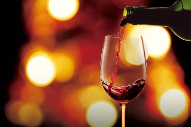 〇〇はNG! 意外と知らないワイングラスの正しい持ち方