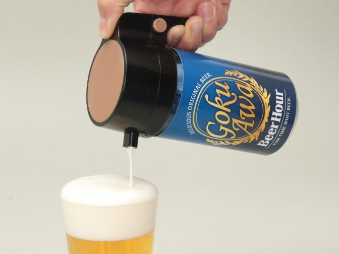 缶ビールがビヤホールの泡に