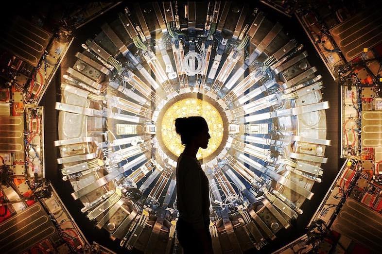 """正体はダークマター? はたして""""幽霊""""は存在するのか、素粒子物理学の視点から考える"""