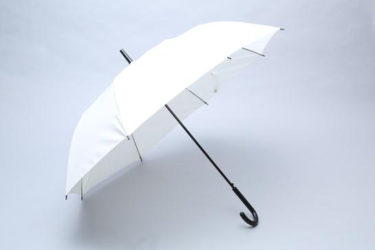 傘の骨を折る。あえてね…