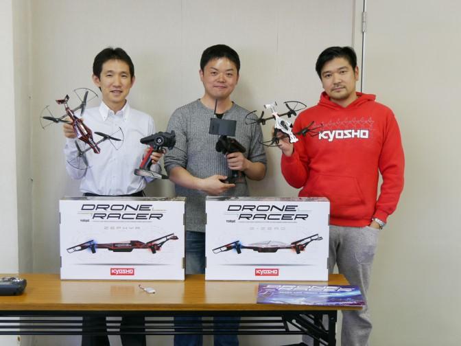 左から、京商株式会社 開発マネージャーの石川氏、発案・開発担当の岩元氏、マーケティング担当の矢嶋氏