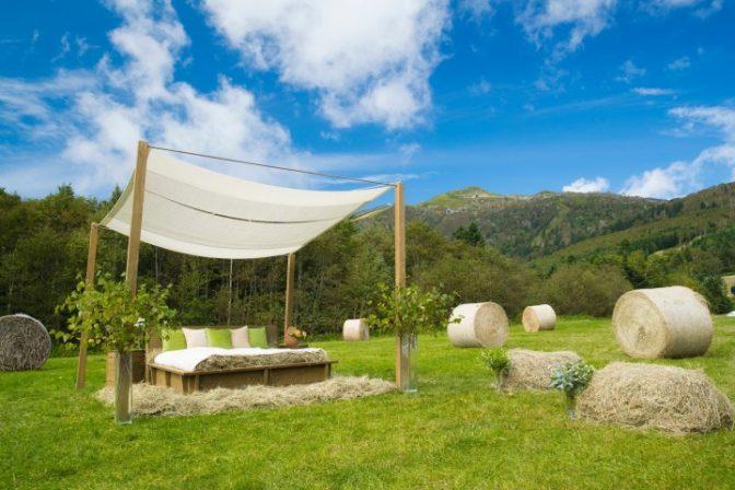 北海道に「牧草ベッド」が登場! 自然に包まれた心地よいひと時を