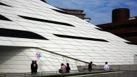 これぞまさしく造形美! 建築家ザハ・ハディッドの「香港理工大学」