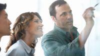 女性の多い職場で、男性が同僚とうまく仕事をする方法