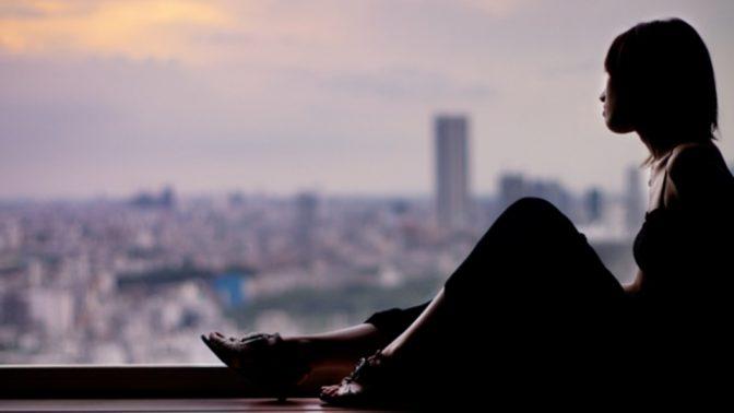「孤独」の害悪は、喫煙やアルコールと同レベル?!