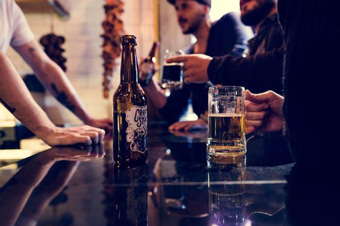 ビアパブで人気のエールビールとは? 知っておきたいクラフトビールの基本