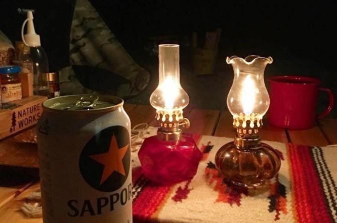 【大人キャンプの必需品】夜をロマンティックに彩るオイルランプのススメ